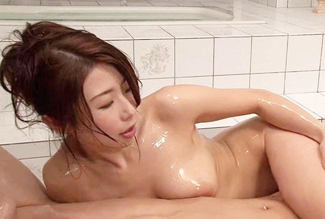 篠田あゆみ 巨乳美女が全身ヌルヌルローションまみれになっておっぱいやおマンコで擦り付けてくるソープサービス!
