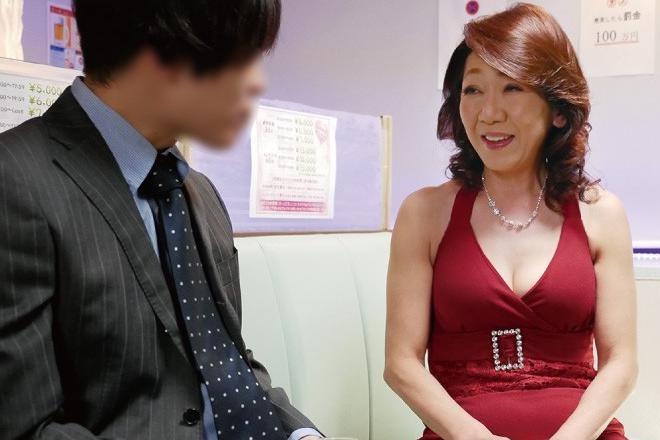 小田原信子 熟女ピンサロ嬢が手コキフェラでご奉仕!ザーメン口内射精してすっきりなサラリーマン