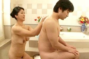 藤沢芳恵 巨乳熟女のソープ嬢が息子の男根を気持ち良くご奉仕してくれる母との近親相姦セックス!