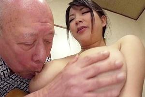 優月まりな 巨乳人妻が義父に寝取られNTR!老人の男根をパイズリしてから対面座位で連続ピストン!