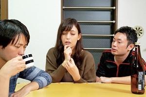 並木塔子 巨乳熟女がコタツの中で手マンされバレないように我慢!他人棒に挿入され中出し不倫セックス